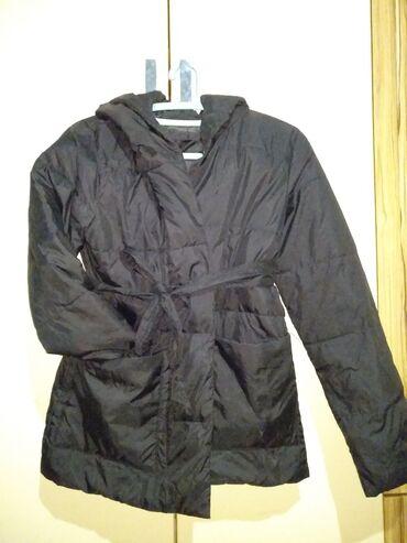 Продам куртку всего за 680 сом.Очень лёгкая, тёплая курточка,на осень