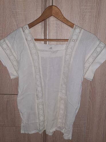 Majica kratkih rukava, vidi se oštećenje na slici