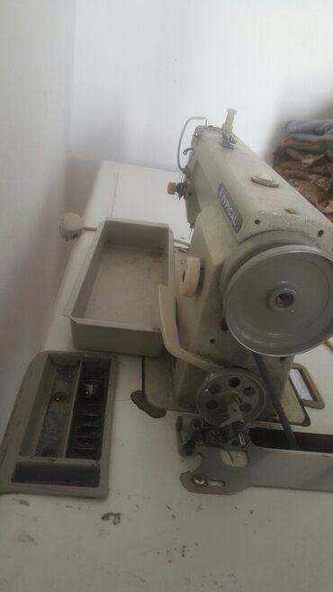 Срочно швейный машинка сатылат 2 шт арзан баада,состояние жакшы