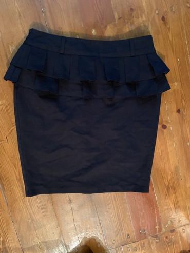 Классическая юбка. носила пару раз, так и стоит. размер 38