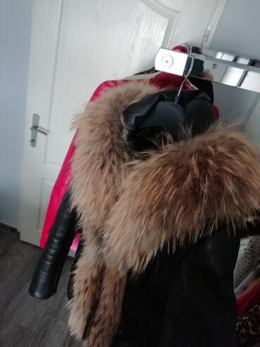 Kozna jakna sa krznom - Srbija: KOZNA JAKNA SA KRZNOM Kožna jakna sa prirodnim krznom i kapuljačom