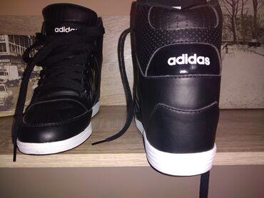 Adidas patike na platformu. Broj je 40 i 2/3.  Plaćene 12000 RSD. Cele