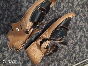 Sandale izuzetno udobne od prirodnih materijala.Br 40, nove.Kupljene u