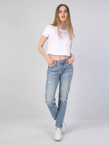10500 elan   QADIN GEYIMLƏRI: Colins-dən boyfriend jeans şalvar. Kəmərlə birlikdə satılır, hər ikisi