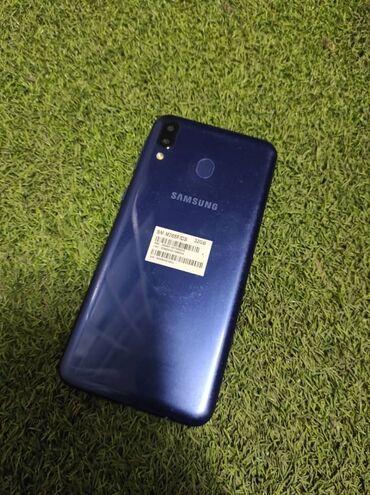 Samsung galaxy j7 2016 цена - Кыргызстан: Samsung m20всё отлично работает!На экране есть белые пятна, на экране