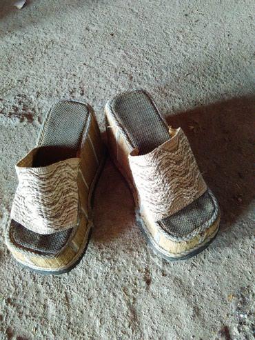 Papuce sa visokim djonom veoma jake neznam od kog su materijala ali se - Lebane