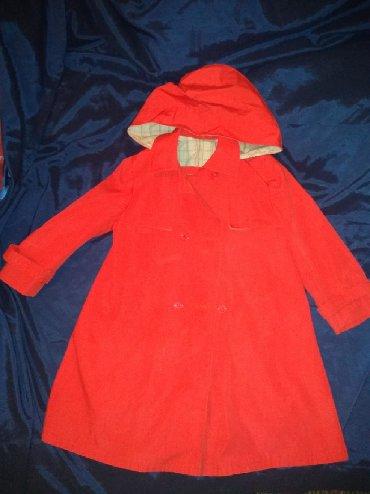 Dečije jakne i kaputi | Sombor: Mantil za devojčicu 110cm, idealan za kostim crvenkape, kapuljča se