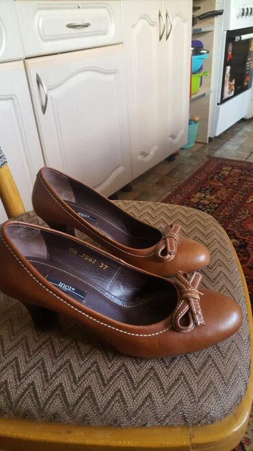 Продаю кожаные туфли б/у Италия в отличном состоянии. Размер 37