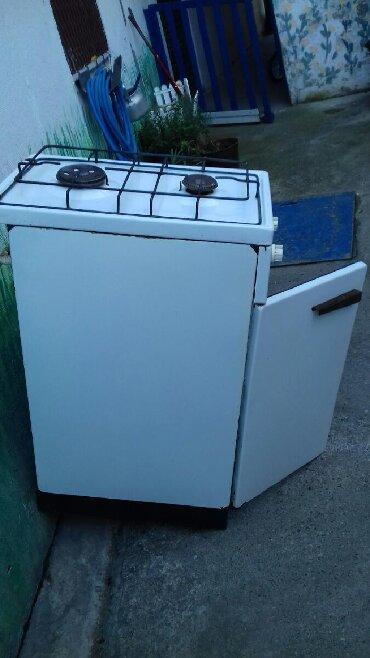 Ostali kućni aparati - Pancevo: Snizeno 5800.Sporet na plin u solidnom stanju i velika boca koja se