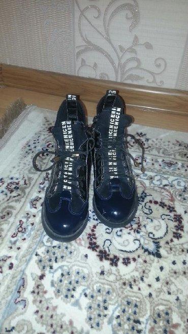 спортивные ботинки в Кыргызстан: Дэми ботинки . 32 размер