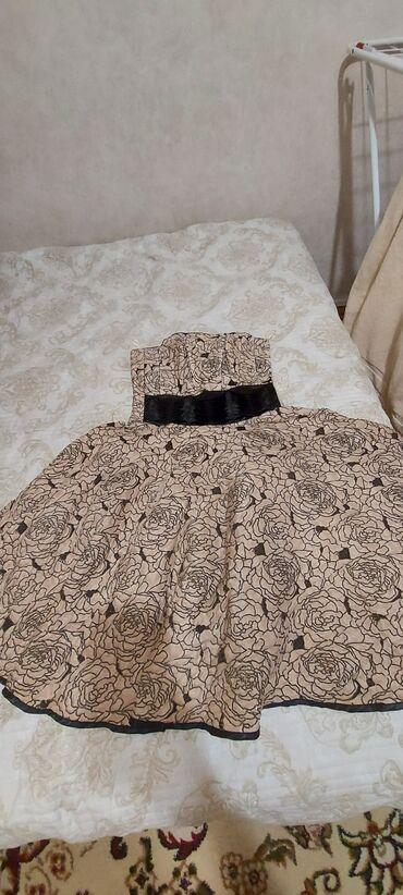 2000с. Коктейльное платье. Шикарно сидит по фигуре. С корсетом. Размер