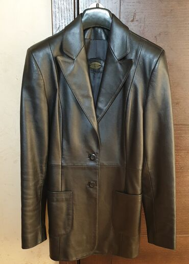 Mantil svecani - Srbija: Mona zensaka jakna (kratki mantil) na njoj pise da je 40 broj, ja bih