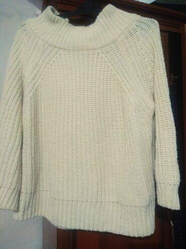 Классный модный свитер свободный кароткий фирменный