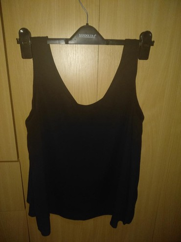 Prodajem majicu - Srbija: Na prodaju majica veoma lagana i prijatna. Obučena samo jednom na