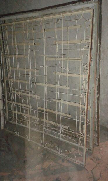 Решетки на окна размер 128*132 см. 3 штуки по 400 сом за штуку