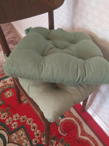 флорариумы на в Кыргызстан: Матрасы на стульчики состояние хорошее всё вместе отдам за 299с р-н