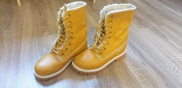 Детский мир - Кок-Джар: Продаю ботинки еврозима размер 33. Привезены из Италии