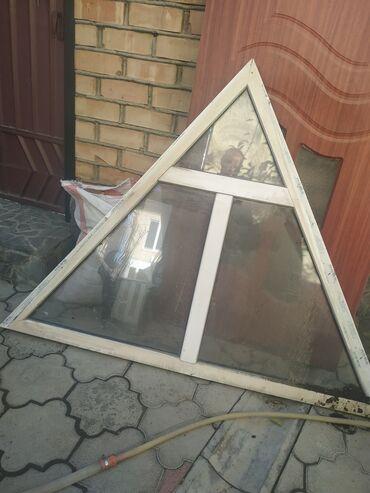 Продаю пластиковые окна 2 шт треугольной формы размер высота 1,30