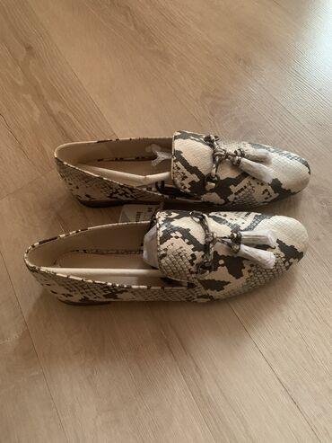 Продаю новую обувь Zara (1400 с)и Wagabond(7000)р.39