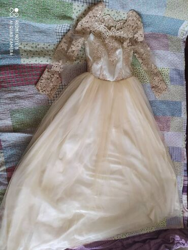 золотое платье в пол в Кыргызстан: Продаю платье носила всего лишь раз отдам за пол цены 3800сом