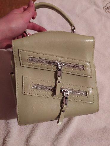 сумка-как в Кыргызстан: Продаю рюкзак, можно носить как сумку, есть ремешок. цвета ментола
