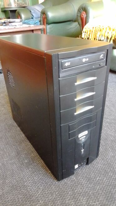 Kompjuter AMD Athlon 64 X2 Dual Core 4200+  Maticna ploca