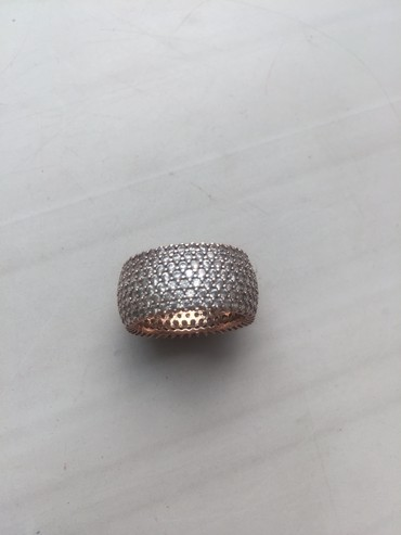 Срочно продаю новое турецкое серебрянное колечко 925пр