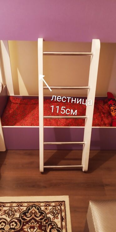 Продаю 2-ярусную детскую кроватку. Цвет фиолетовый с белыми стойками