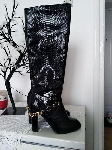 Prelepe i atraktivne čizme, vel 40, gazište 26cm, štikla 10cm. Lanac m
