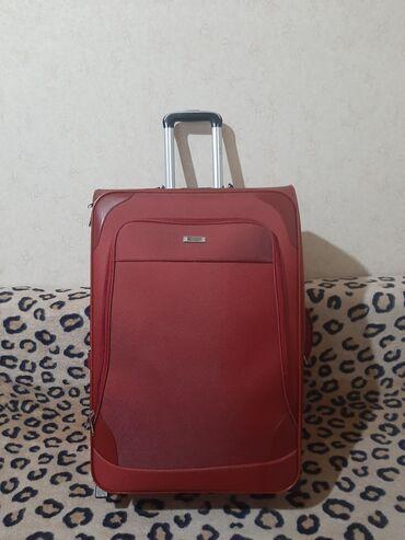 Продаю чемодан. Материал-ткань красного цвета. Размеры: 65х48х35 см. З