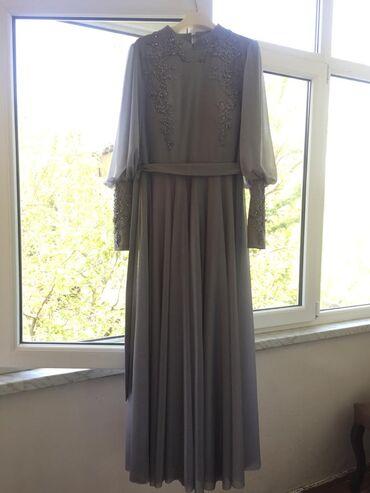 Серое вечернее платье, всего один раз одетое, размер-42