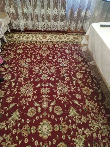 Продаю ковёр Размер 3,5 на 5,5 Цена 6000