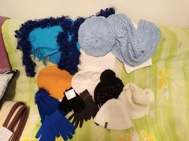 Kape, šalovi, rukavice, uglavnom ESPRIT, C&A, AST, skoro sve