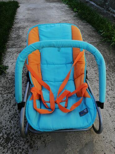Ljuljaska za bebe - Srbija: Ljuljaška i nosiljka za bebe par puta korišćena, očuvana. Možete je
