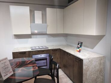 Кухонный гарнитур Модерн.Размеры: д*г*в 3.9м*0,6м*2,4мМатериалы