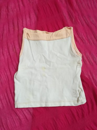 Dečiji Topići I Majice | Vranje: Majica pamučna vel 80, bela sa boja kajsije ranflom, obim ispod pazuha