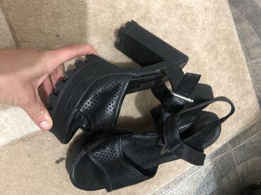 Sandale preudobne i lepo stoje na nozi br 39
