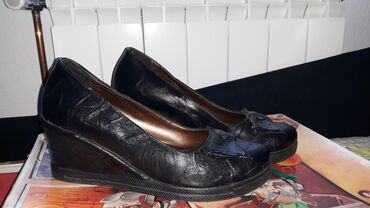 Zenske cipele, jako lepo ocuvane kao sto mozete videti na slici, broj