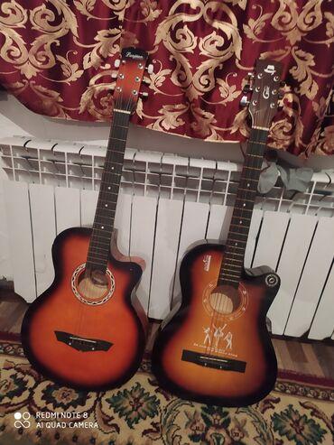 Спорт и хобби - Новопокровка: Продаю сразу два гитару по 2000 сом за каждую цены акончательные