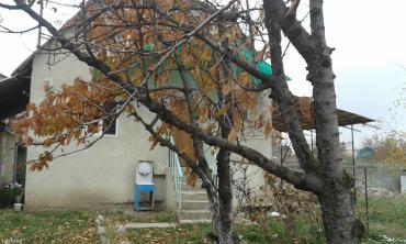 Срочно продаю или меняю загородный дом s=96 кв. м. в дачном в Бишкек