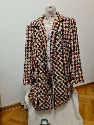 Karirana kosuljica - Srbija: Kaput u stilu Chanel kaputa, velicina 40 (L) Postava je malo rašivena