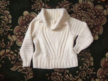Тёплый вязанный свитерок) очень мягкая пряжа приятная к телу. Размер