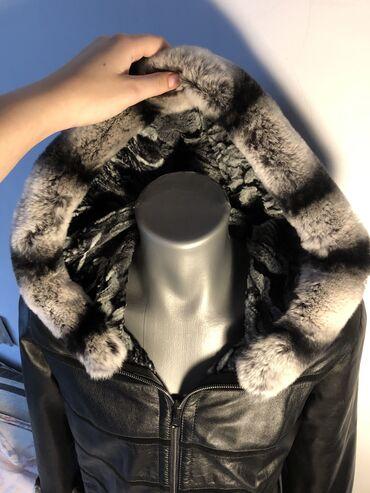 Ženska kožna jakna od prirodne kože i prirodnog krzna od činčileMoguca