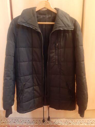 Duzina cm jakna - Srbija: Ocuvana jakna u crnoj boji.dimenzije: duzina:70 cm,ramena sirina: 51