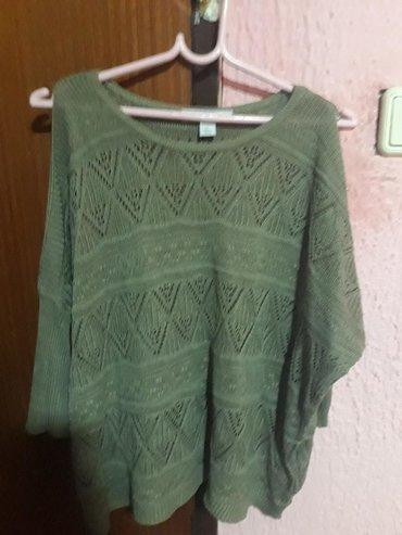 Ženska odeća | Novi Sad: Original dzemperic marke Amisu. Na ramenima ima napravljen izrez