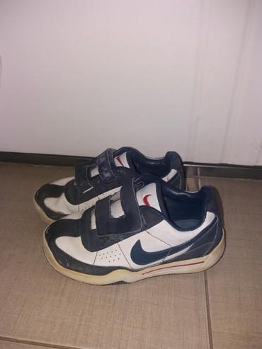 Nike  br.28 sa slike. 300din. 061/204-0634 - Nis