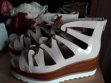 Nove sandale sa platformom, puder roze boja. Broj 38. Visina platforme - Belgrade