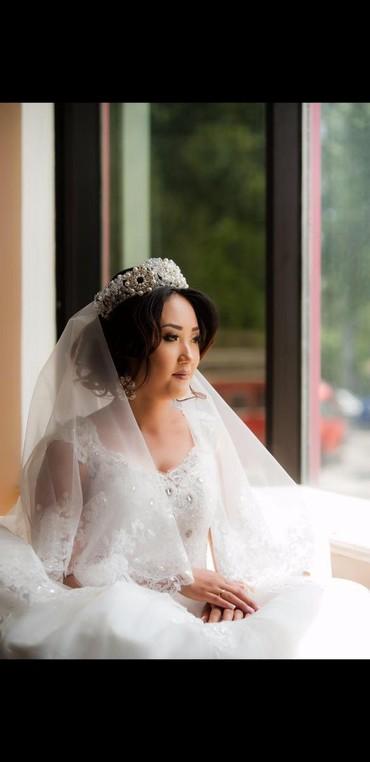Свадебное платье,фата в пол,блестящее,с камнями и узорами