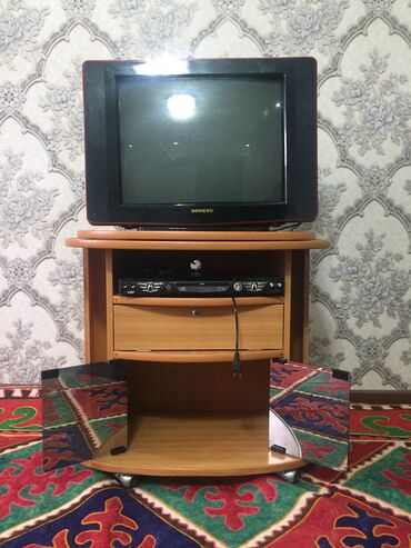 Продаю телевизор с подставкой и ДВД все отлично работает цветной теле