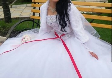 платья корсеты в Кыргызстан: Свадебное платья. 15 слоев. камни сваровски сшито на заказ одета всего